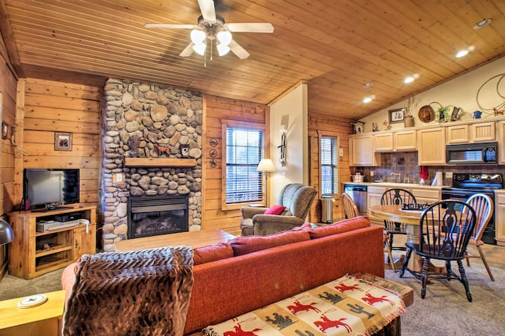 NEW! Cozy Studio Cabin Right Off the Branson Strip