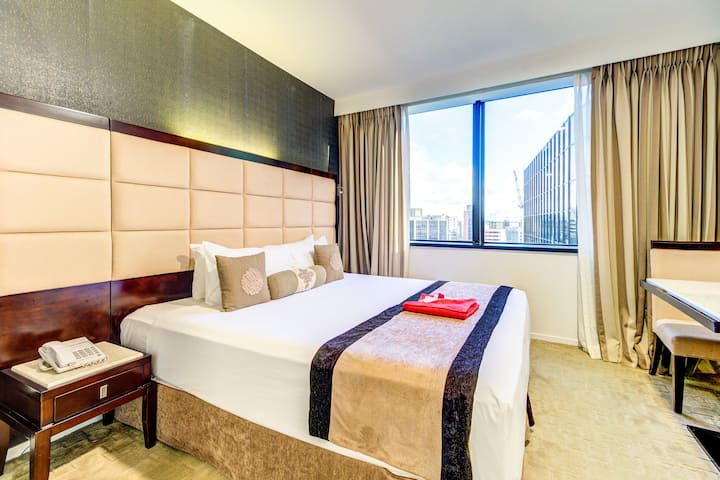 VR Queen Street DeluxeKing Room Next to Myers Park