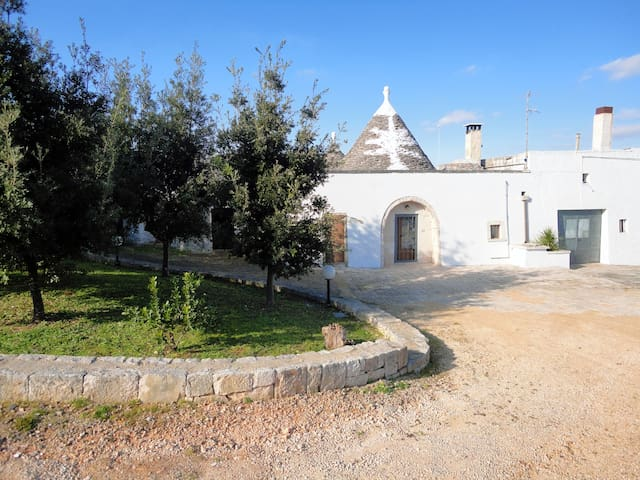 Cosy trulli in the countryside - Martina Franca - Huis