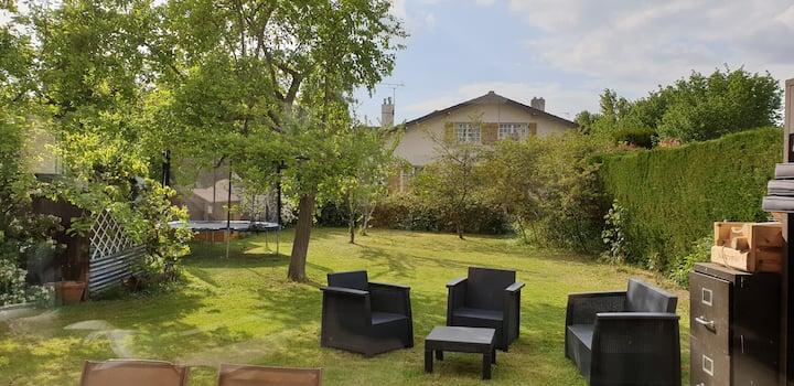 Très belle maison moderne avec grand jardin!