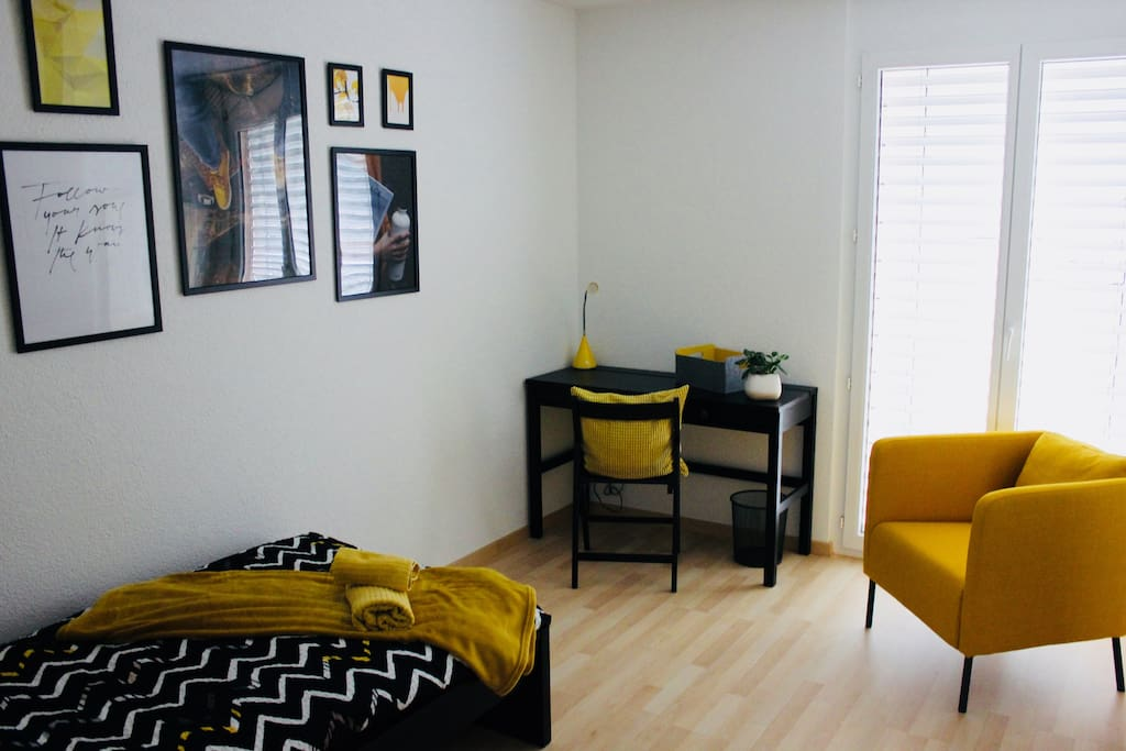 single private room (yellow)