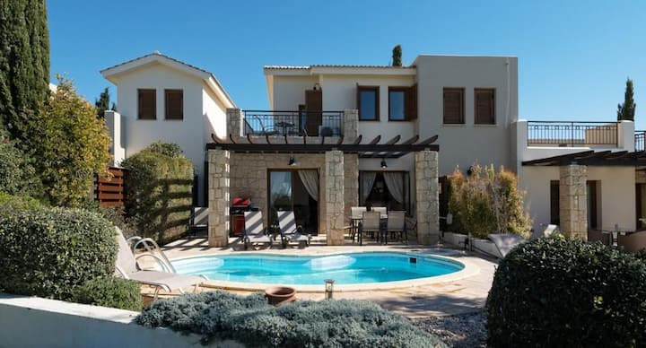 Beautiful Villa Kornos with stunning golf views