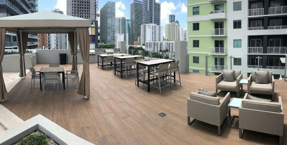 Luxury Brickell (Pool,Gym,Parking Included)