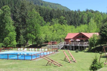 Cabaña con tinajas y Piscina  a 37km de Pucon(4-5)