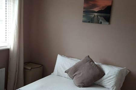 Room in friendly family home in Dublin suburb - Dublin - Ház
