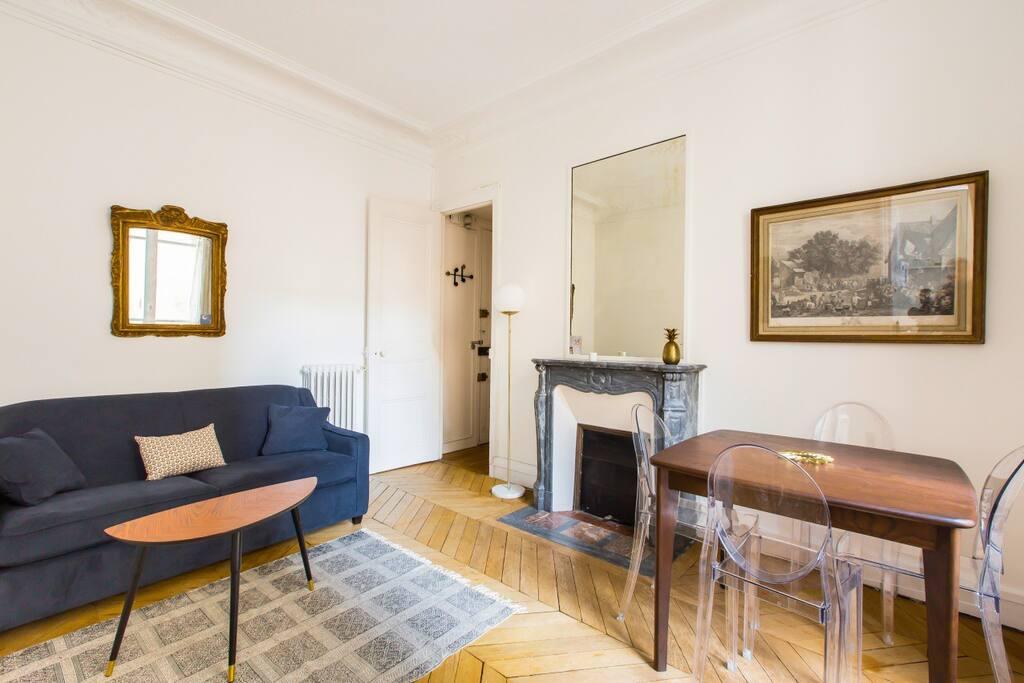 charming flat at parc monceau w 1 bd for 4p appartements louer paris le de france france. Black Bedroom Furniture Sets. Home Design Ideas
