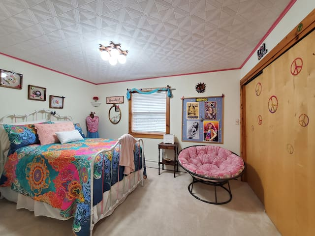 If you never got to experience the hippie life, give our woodstock room a try.