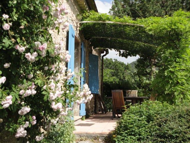 Gite de charme 3 étoiles près de Sisteron - Sigoyer - Cabaña en la naturaleza