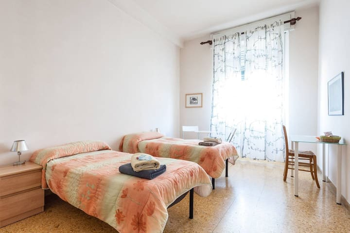 Twin bedroom with Kitchen + wifi24h