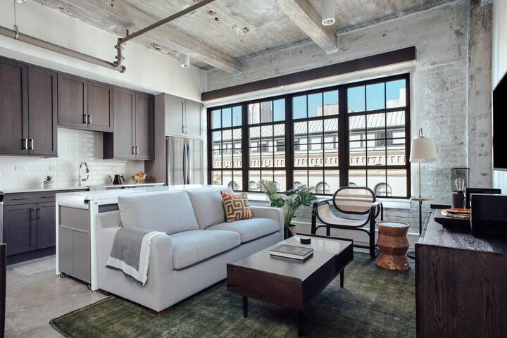 Artsy 1BR in Warehouse District by Lyric