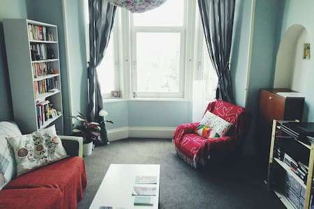 Spacious Room in Glasgow's East End - 格拉斯哥 - 公寓