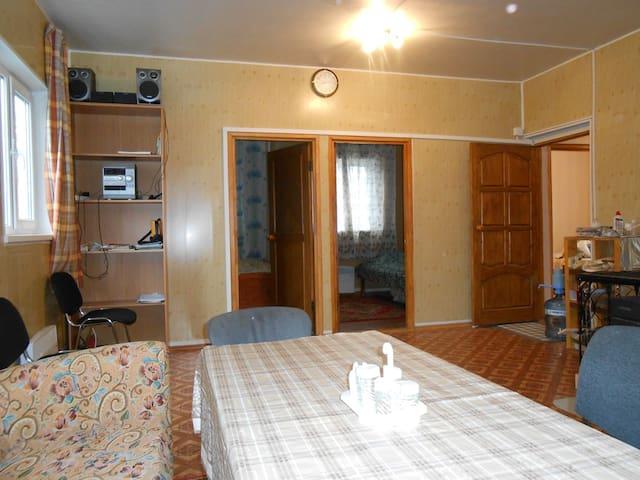 Уютный дом на выходные - imeni Vorovskogo - Casa