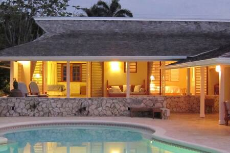 Sunset on the Beach at the Tryall Club - Ideal for Couples and Families, Beautiful Pool and Beach - Montego Bay - Villa