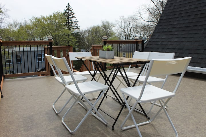 DTown Modern Luxury (Rooftop Patio, BBQ, Hot tub)