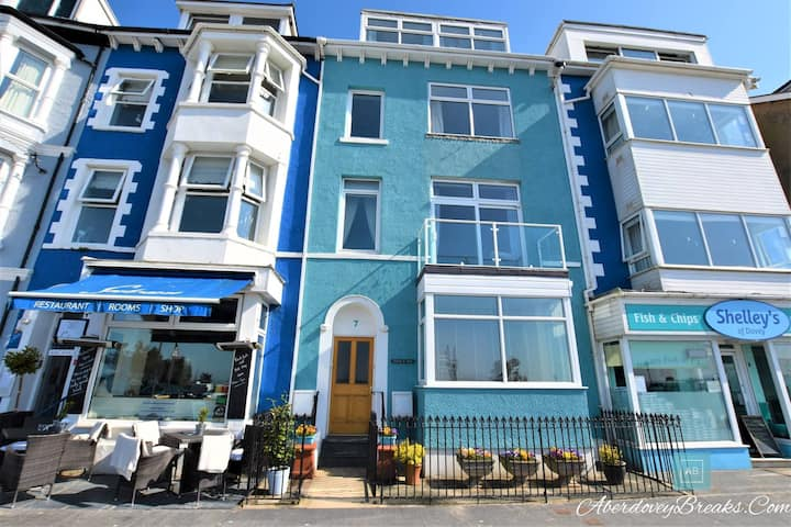 3 Bedroom Apartment on seafront in Aberdovey