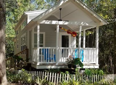 Music Hall tiny home on 14 ac. St. Francisville La