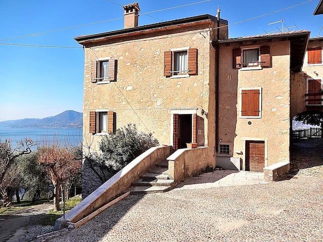 Cà Tronconi - 4 sleeps rustic stone apartment, lake view - Pai, Torri del Benaco - Torri del Benaco - บ้าน