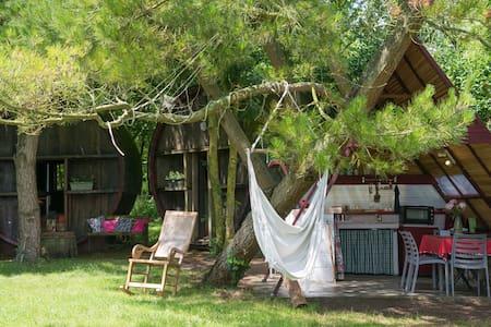 logement écologique insolite dans des tonneaux - Machecoul - 生態土屋