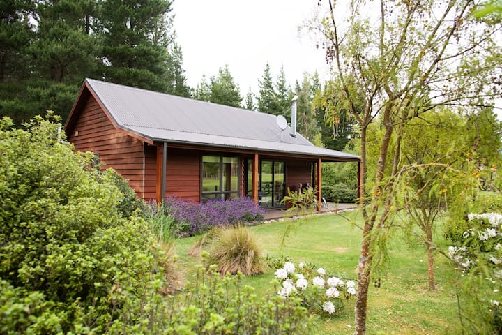 """""""WOODBANK PARK COTTAGES""""--. WITH WINTER LOG FIRE."""