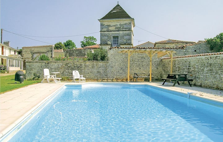 Awesome home in Neuvicq le Chateau with WiFi, Outdoor swimming pool and 4 Bedrooms