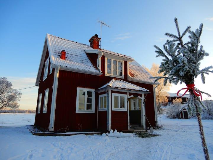 Mysigt hus med strandläge i fina Säljesta