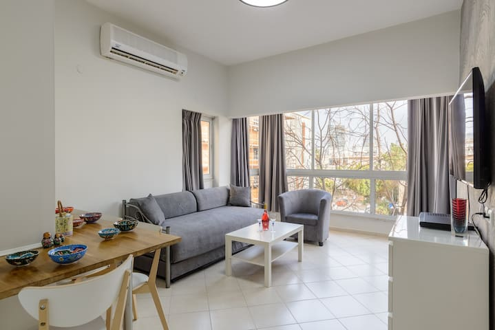 5. SeaSuites - 1BD in the Best location 1 minute walk to the Hilton BEACH!!!