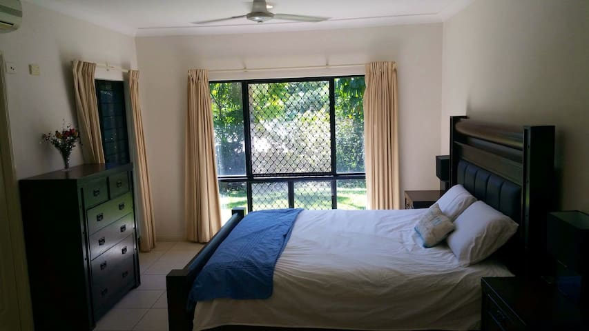 Peaceful House with Pool, Breakfast+Free Transfers - Brinsmead