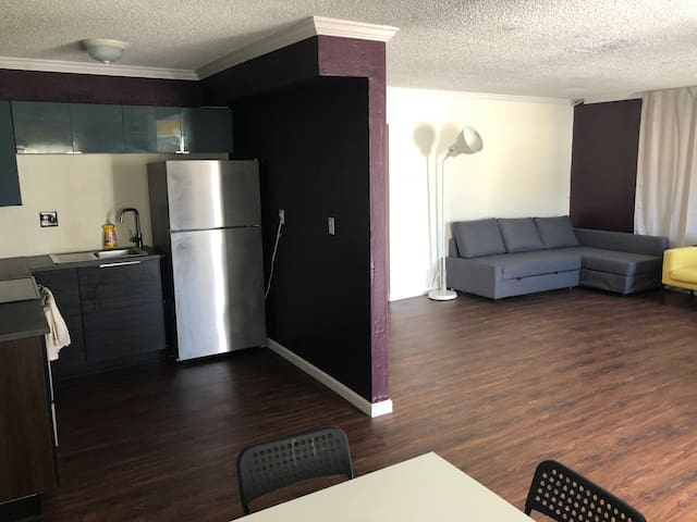 #1 Spacious 2-bedroom apartment near The Strip!