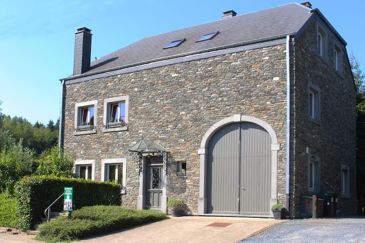 Mooie en ruime villa in typisch Ardense stijl