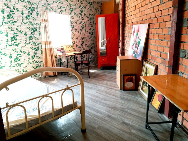Vietnamese Teaching Home at Dist 1, Female only