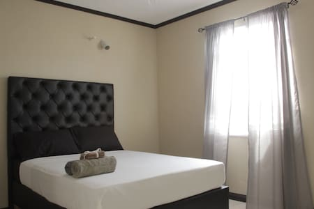 Luxury 2 bedroom apartment - Tres Vista Suite - Kingston - Apartmen