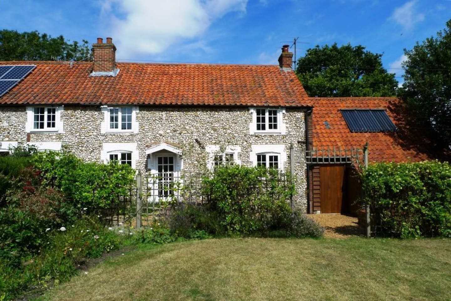 Chalk Hill, sleeps 5, dogs welcome