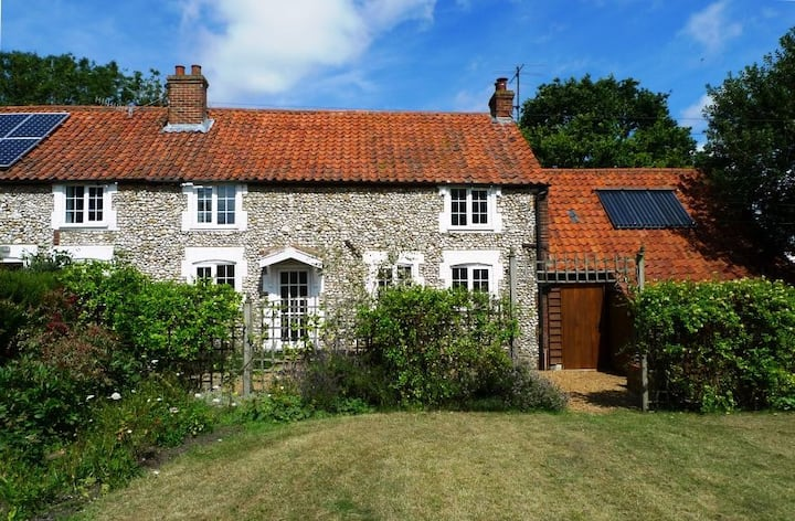 Chalk Hill, North Creake, sleeps 5, dogs welcome.