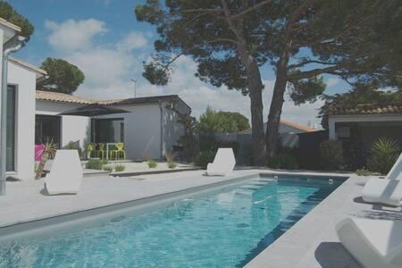 Superbe villa avec piscine chauffée - ラ・クアルド=シュル=メール