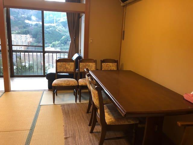 旅館内の1部屋を貸し出し。素泊まり2000円から‼︎湯河原駅から当ルームまで送迎有
