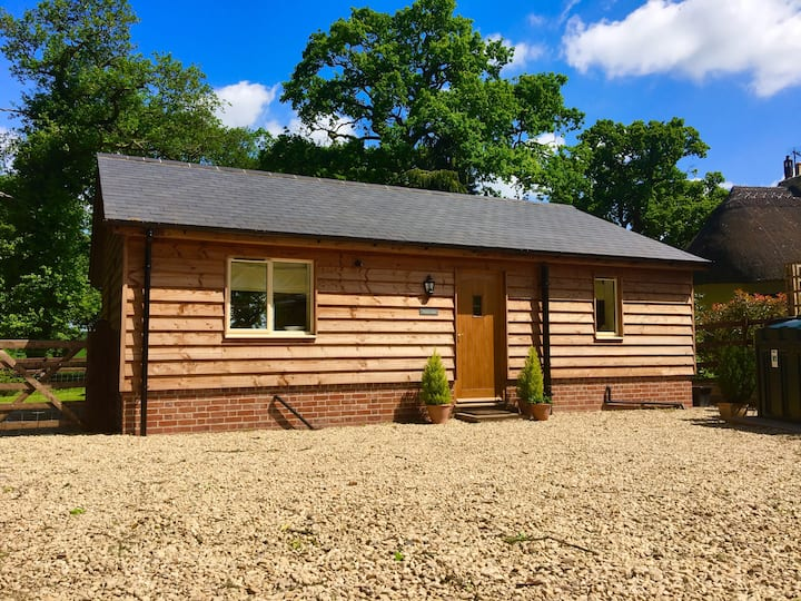 Idyllic Detached Lodge nr Salisbury Wiltshire