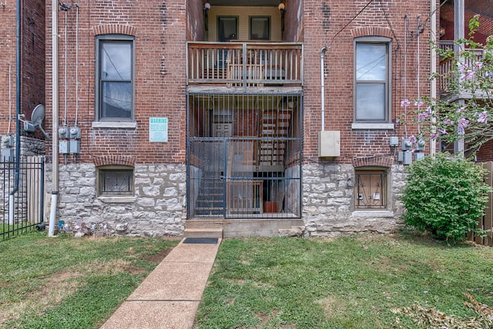 Historic 1 Br 2 blks from Soulard close to Busch.