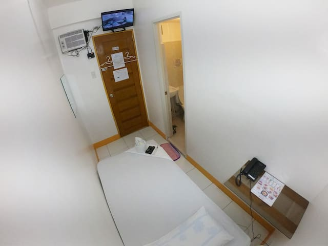 Private Single Bedroom (1pax/room)