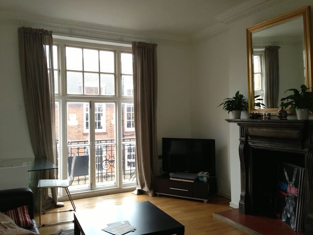 Beautiful Double Room off Kensington
