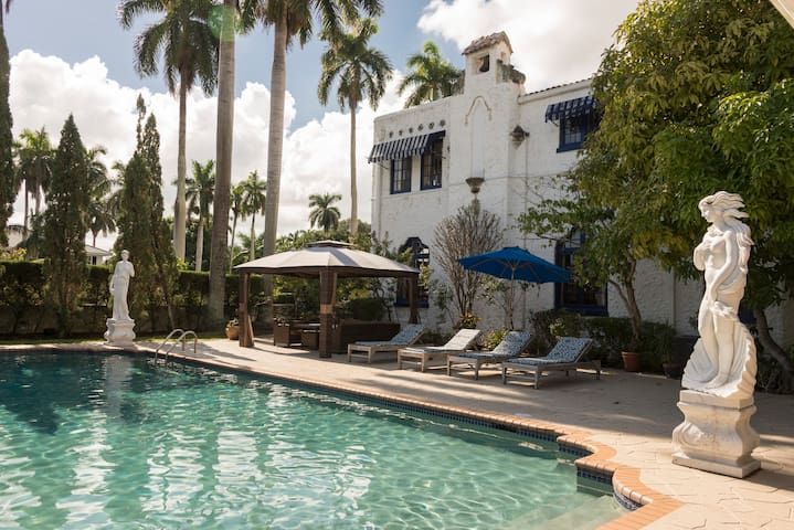 THE YOUNG MANSION- 8,000 SQUARE FOOT BEACH ESTATE - Hollywood - Haus