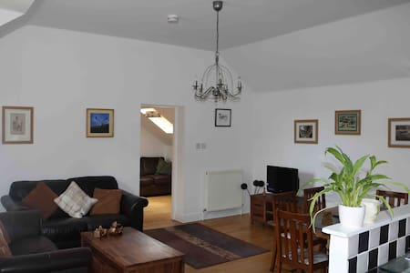 Spacious flat in historic market town