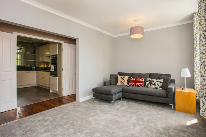 Wonderful 3 Bed Apartment in Wapping