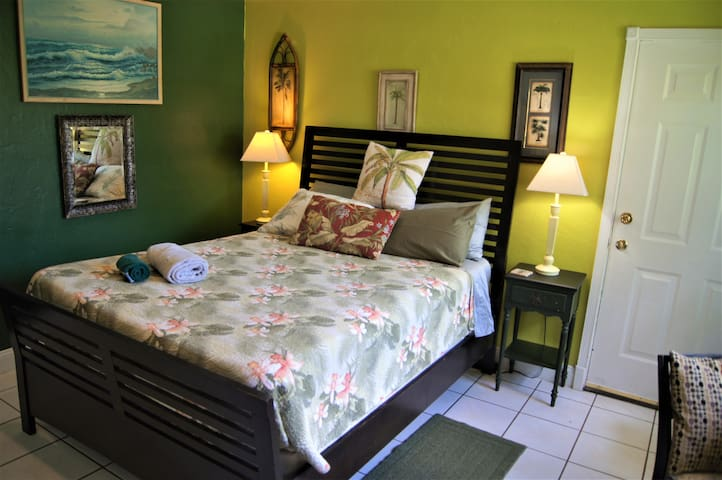 LARGE COMFY+NO CLEANING FEE+CENTRAL LOCATION