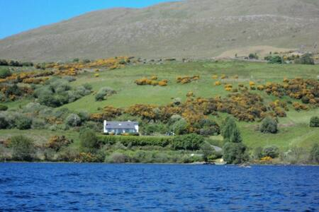 Panoramic lake view cottage - Clonbur - Σπίτι