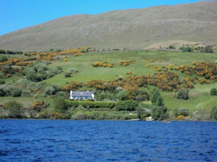 Panoramic lake view cottage 2