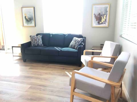 New Luxury Home, Prvt patio, King bd, W/D, Lrg TV