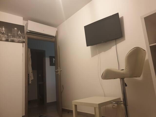 Chambre privée climatisée + wifi et tv connecté