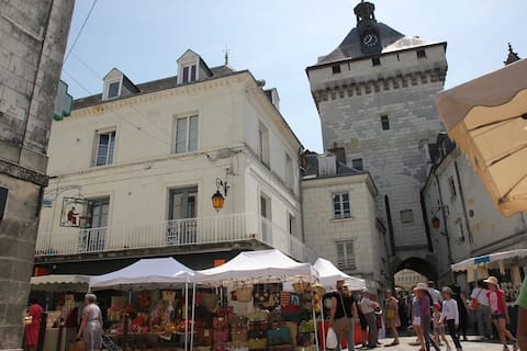 In the Mood for Loches (3 ***)