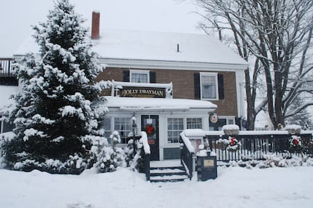 Briarlea Inn & Jolly Drayman Pub - Bethel - Bed & Breakfast