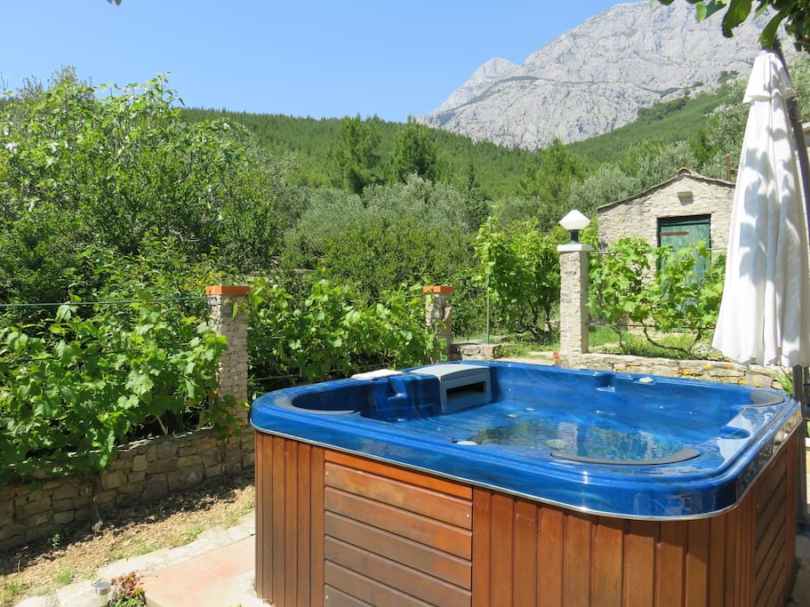 The outdoor whirlpool with a beautiful view of the mountain Biokovo